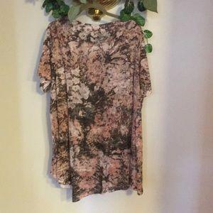 LOGO by Lori Goldstein Tops - Logo floral shirt 3X